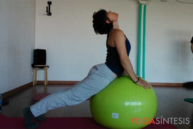 Yoga Síntesis, Formación de Yoga Barcelona   Yoga con Pelota Anatómica